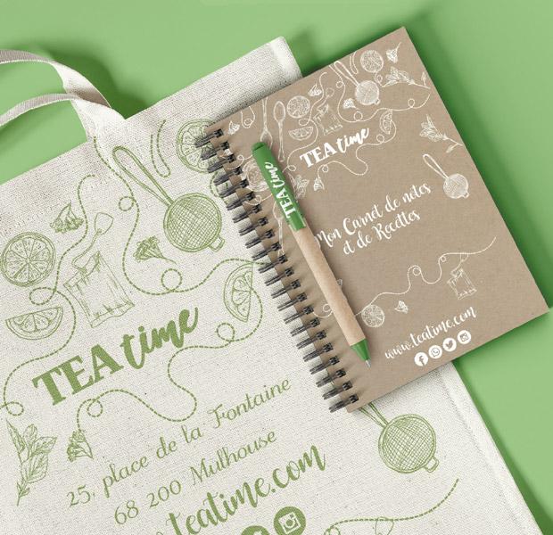 Gamme de plusieurs supports de communication : tote bag, carnet, stylo