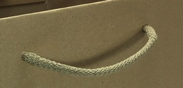 Gros plan sac kraft, poignées cordelettes en coton