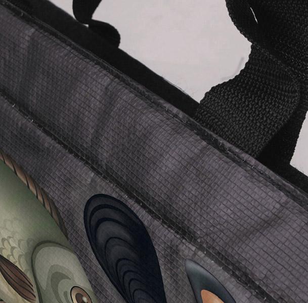 Bande adhésive type velcro cousue sur la longueur du sac